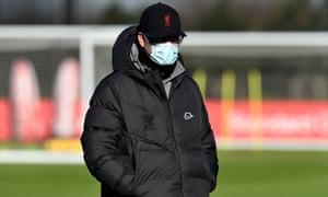 Manajer Liverpool Jürgen Klopp berfoto selama sesi latihan pada hari Rabu.