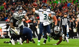 Russell Wilson (3) throws a 10-yard touchdown pass to wide receiver Tyler Lockett during the fourth quarter.