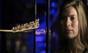 Queen Victoria's saphire and diamond coronet on display at the V&A