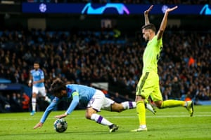 David Silva goes to ground, but Manchester City were not awarded a penalty.