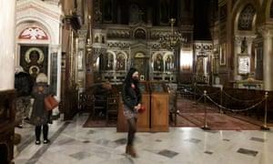 Faithful Greeks visit Athens' Metropolitan Cathedral