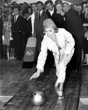 Marlene Dietrich in the town in 1960.