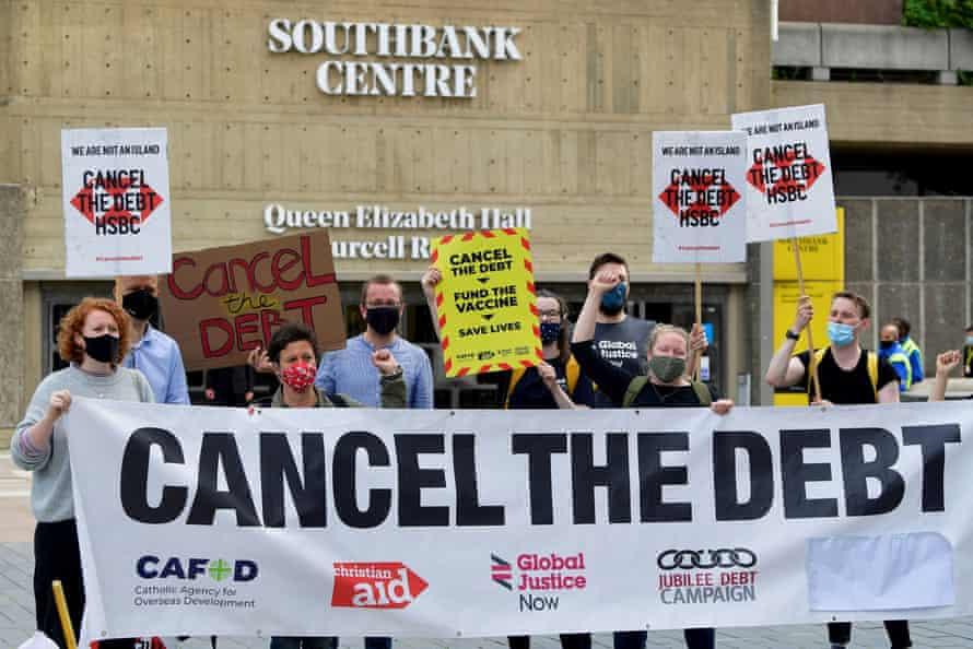 protestors outside HSBC London