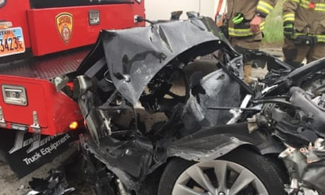 Tesla that crashed into police car was in 'autopilot' mode