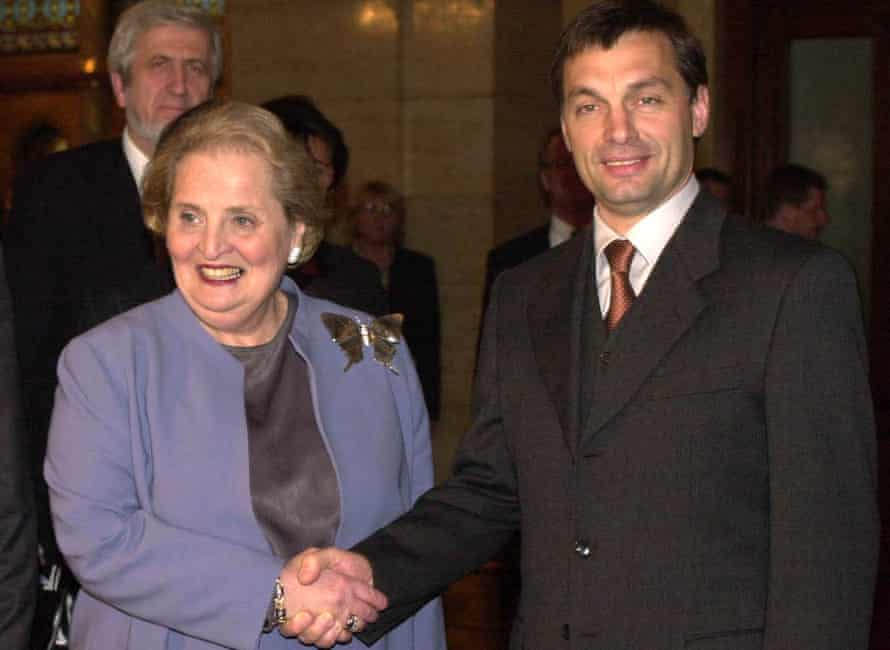 US Secretary of State Madeleine Albright shakes hands with Hungarian Prime Minister Viktor Orbán, Budapest, 2000.