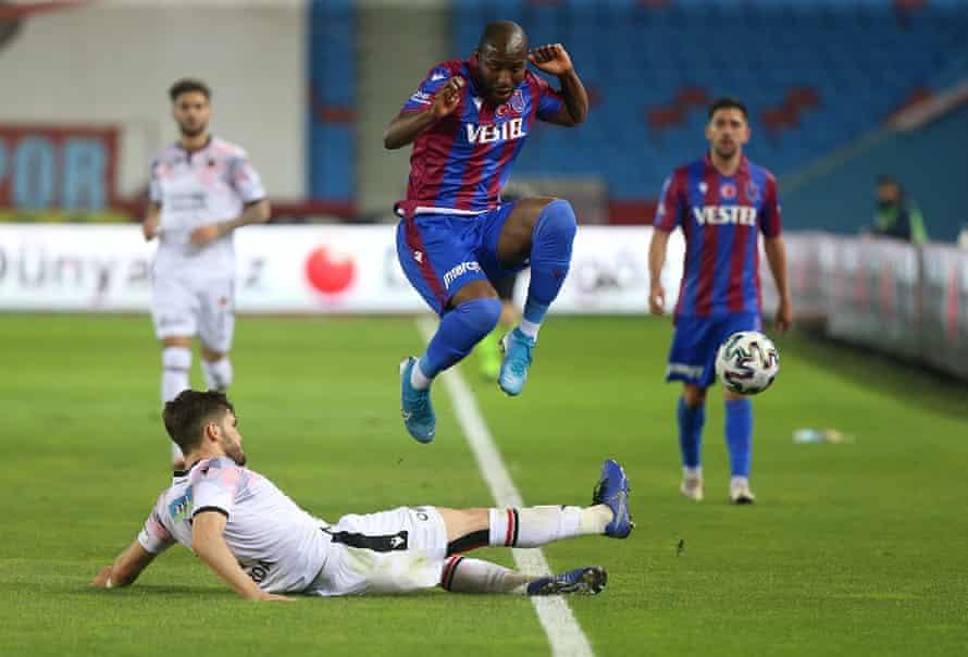 Pinik Avube juega el fin de semana pasado con el Trabzonspor contra Ginklerberg, que ha descendido a los rivales de la ciudad Ankaraguchu.