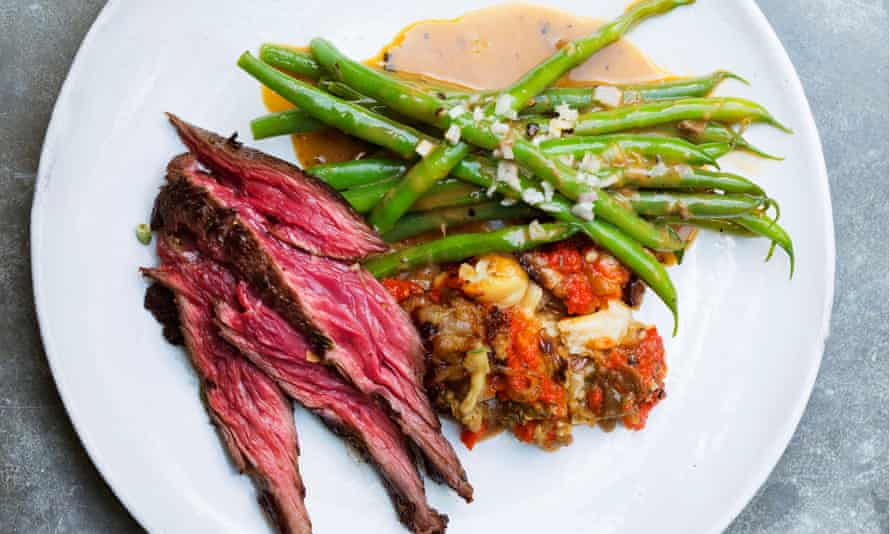 Grilled bavette served with green beans and anchovies.