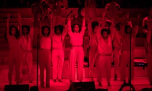 Solange was backed by an ensemble of horns, back-up singers, drummers and keyboards, who were all people of colour.