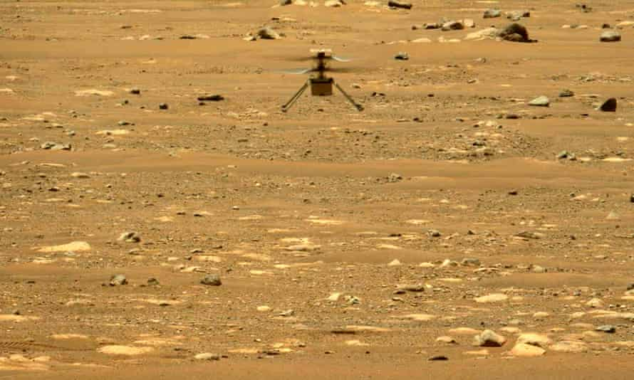 Nasa's Ingenuity helicopter hovers above the surface of Mars during its second flight on 22 April.