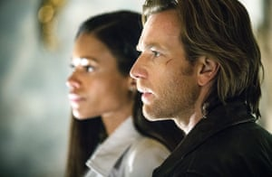 Naomie Harris and Ewan McGregor as Gail and Perry in Our Kind of Traitor (2016)