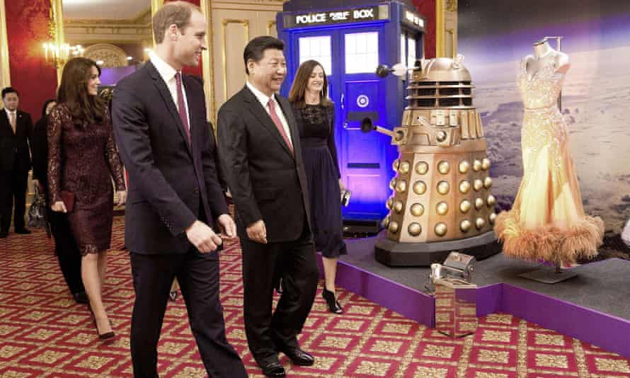 Xi Jingping is flanked by the Duke and Duchess of Cambridge at a Doctor Who display.