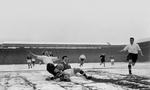 Soccer - FA Cup - 5th Round - West Bromwich Albion v Birmingham City - The Hawthorns<br>(l-r) West Bromwich Albion's Ray Barlow and Birmingham City's Jeff Hall battle for the ball on a snowy Hawthorns surface