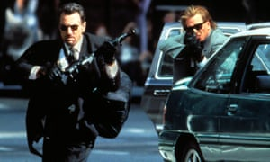 Robert De Niro and Val Kilmer with sunglasses on and holding guns.
