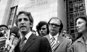 Daniel Ellsberg (left) with his co-defendant, Anthony Russo, outside the federal court in 1973.