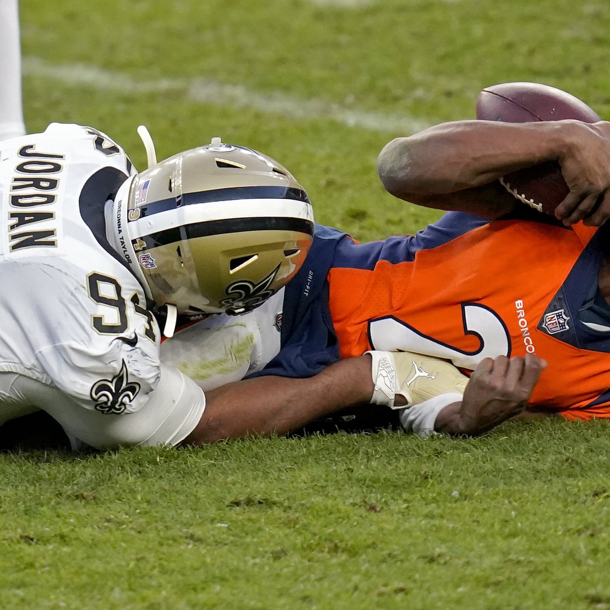 Covid Chaos In Nfl As Business As Usual Approach Flounders Coronavirus The Guardian