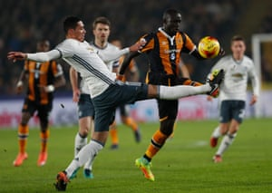 Hull City's Oumar Niasse takes on Chris Smalling.
