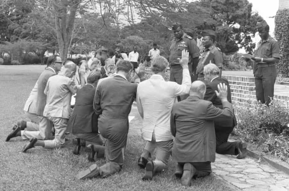 Amin gives citizenship to British officials in 1975.