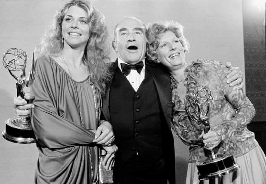 Lindsay Wagner, Asner, and Nancy Marchand pose at the 30th annual Primetime Emmy Awards.