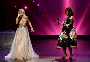 Nashville, US. Carrie Underwood (left) and CeCe Winans perform at the 56th Academy of Country Music Awards at the Grand Ole Opry in Tennessee