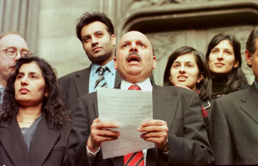 Mohammad Sarwar outside Edinburgh high court in 1999 after being cleared of attempting to pervert the course of justice