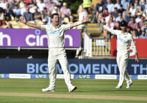 Matt Henry appeals for the wicket of Mark Wood.