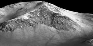 Another view of the 100 metre-long streakswhere scientists detected hydrated salts on these slopes at Horowitz crater, corroborating their original hypothesis that the streaks are indeed formed by liquid water.