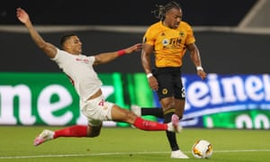 Sevilla's Diego Carlos recklessly brings down Wolves' Adama Traoré but Raúl Jiménez missed from the spot and the English side rarely threatened again.