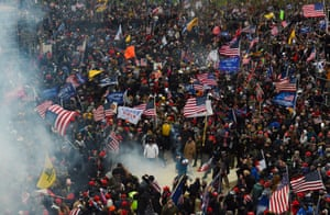 Trump supporters clash with police and security forces as they storm the US Capitol in Washington D.C on January 6, 2021. - Demonstrators breeched security and entered the Capitol as Congress debated the a 2020 presidential election Electoral Vote Certification. (Photo by ROBERTO SCHMIDT / AFP) (Photo by ROBERTO SCHMIDT/AFP via Getty Images)