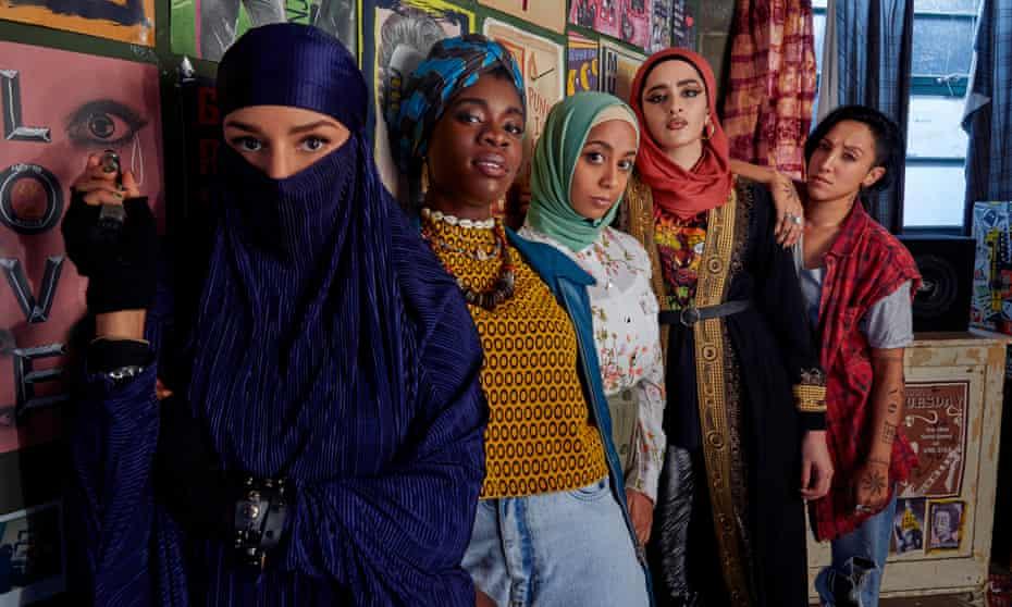 تهدید محجبه ... (lr) Momtaz ، Bisma ، Amina ، Ayesha و Saira لیدی پارتز.