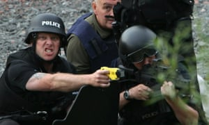 Police negotiating with Raoul Moat on 9 July 2010.