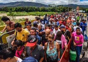 Venezuelans enter Colombia
