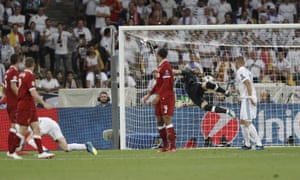 Real Madrid's Gareth Bales scores an overhead kick.