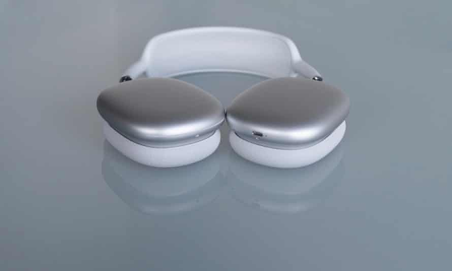 The ear cups only rotate to flat and do not fold up for travel.