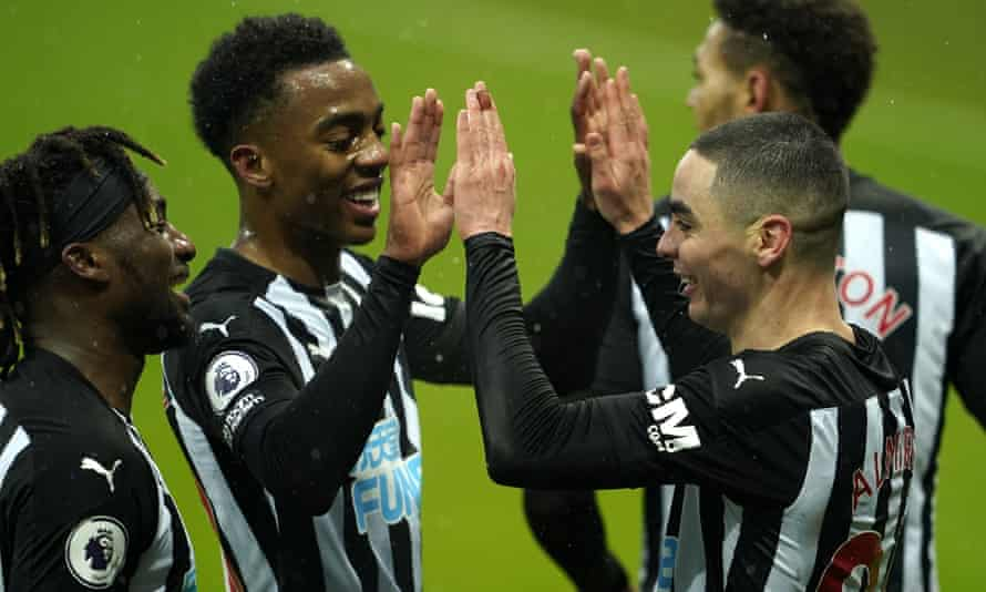 Miguel Almirón celebrates scoring Newcastle's second goal against Southampton.