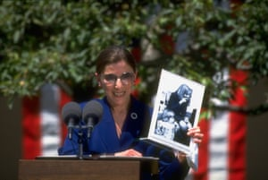 Ginsburg in the White House rose garden, showing a picture of her niece with Hillary Rodham Clinton.