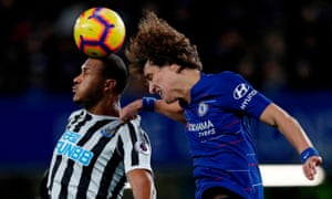 Rondon gets the better of Luiz.