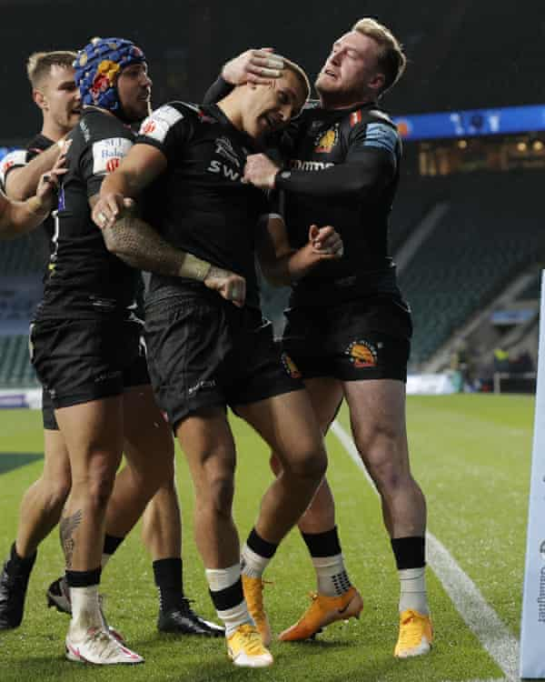 Henry Slade is congratulated after scoring Exeter's try