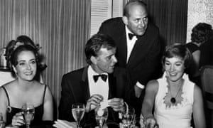 Martin Ransohoff, standing, with Elizabeth Taylor, Richard Burton and Julie Andrews at a cast dinner for The Sandpiper, 1965.
