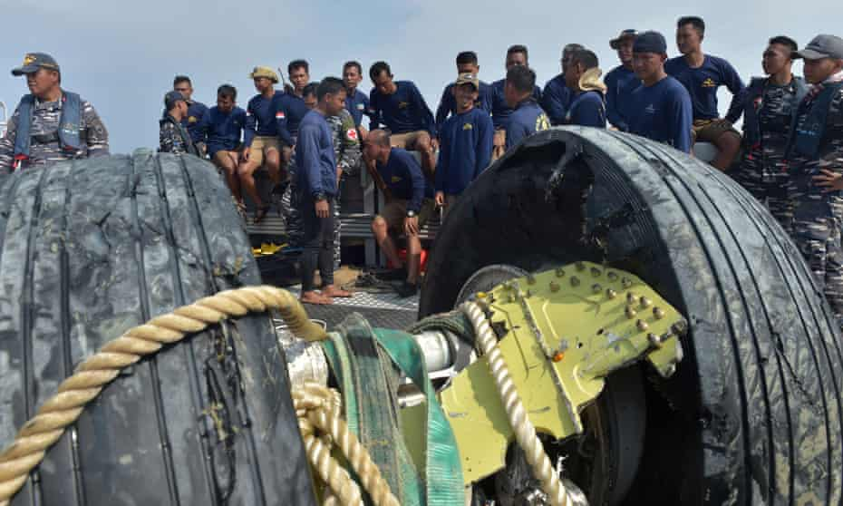 Indonesian navy divers rest after recovering the wheels of the ill-fated Lion Air flight JT 610 from the sea on Friday.