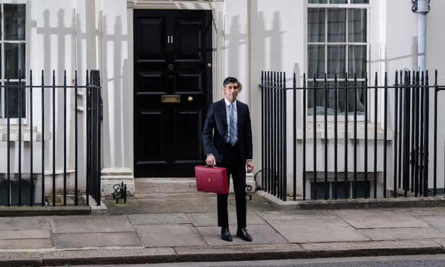 Rishi sunak outside no 11 Downing Street with the red budget briefcase