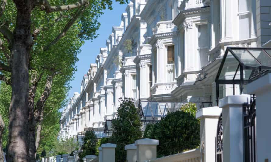 Exclusive properties in Holland Park