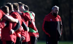 Wayne Pivac readies his Wales players to take on England in Llanelli.