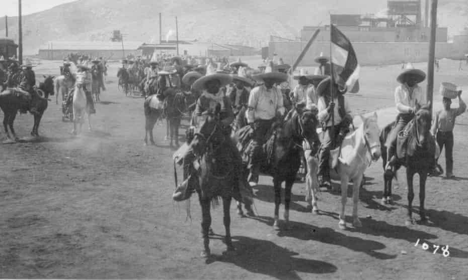 Revolutionary soldiers on horseback in the city of Torreón in 1911.