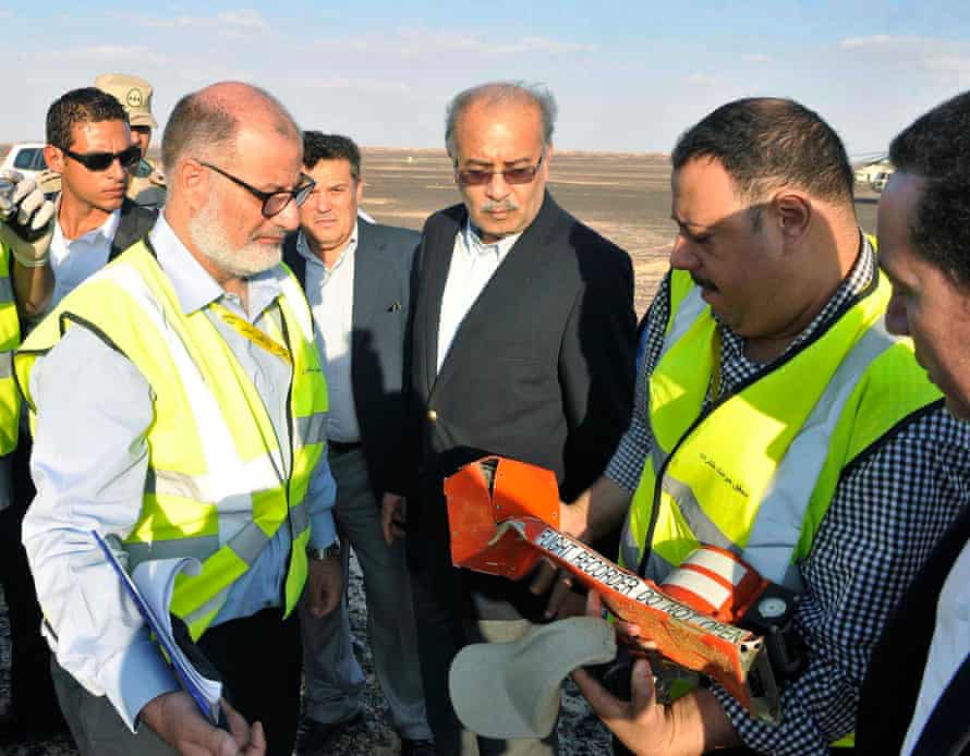 Egyptian Prime Minister Sherif Ismail examines the Russian plane's black box at the crash site.