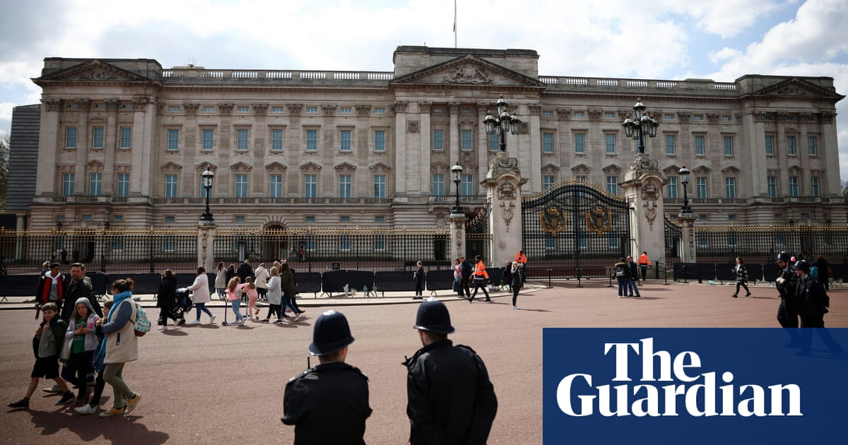Man charged with trying to enter Buckingham Palace with knife