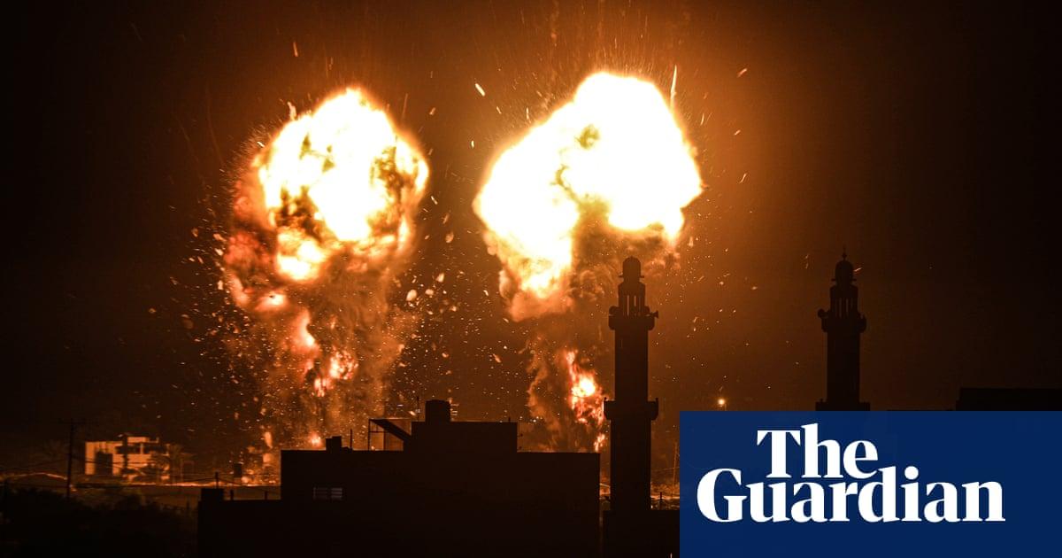 Israel mounts Gaza Strip airstrike in response to incendiary balloons – video