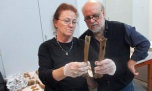 Laura Antikas-Wynn and Yannis Maniatis inspect the bones.