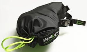 Шлем Headkayse сложен в сумку.