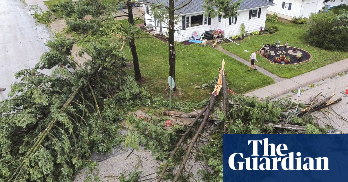 Destructive 'wall of wind' tears through Iowa and Chicago – video