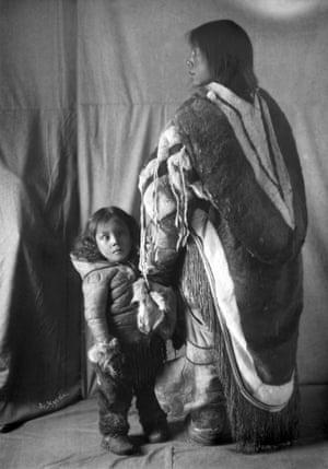 Inuit woman, Mirkiook, and her child, Fullerton Harbour, Nunavut, ca. 1905